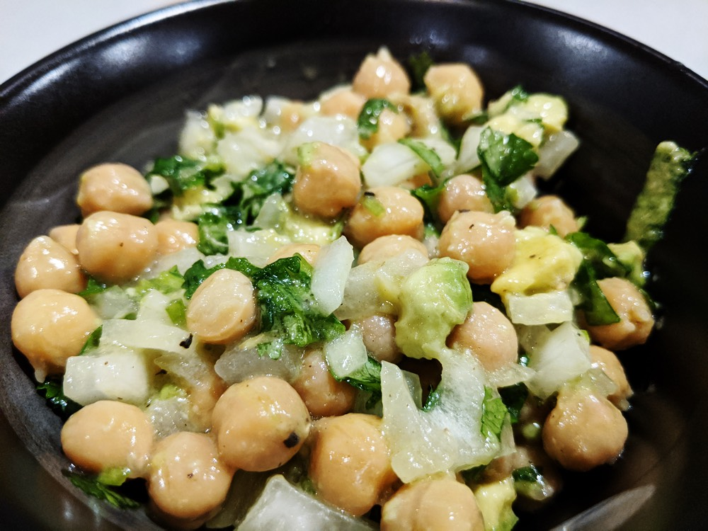 image of chickpea avocado onion salad